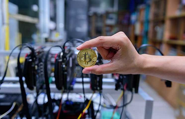 Bitcoin Hash Rate Hits New ATH while Price Continues to Struggle